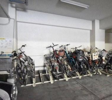 中野東豊マンションの駐輪場です。