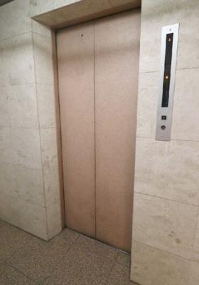 中野東豊マンションのエレベータ―です。