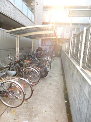 敷地内には駐輪場がございます