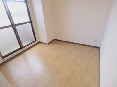 【寝室】ロイヤルビュー石原