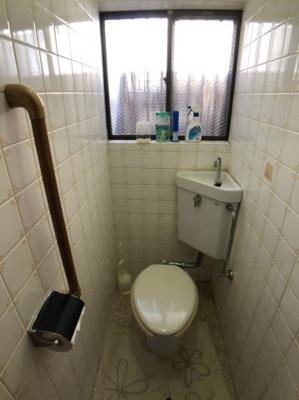 窓付きのトイレですので、換気もバッチリ出来ます。