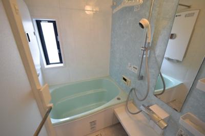 【浴室】❖北東・北西角地♪リフォーム戸建☆ビルトインガレージ付☆水回り集約 家事動線良好❖