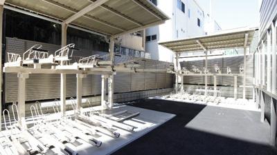 敷地内に屋根付き駐輪場を完備