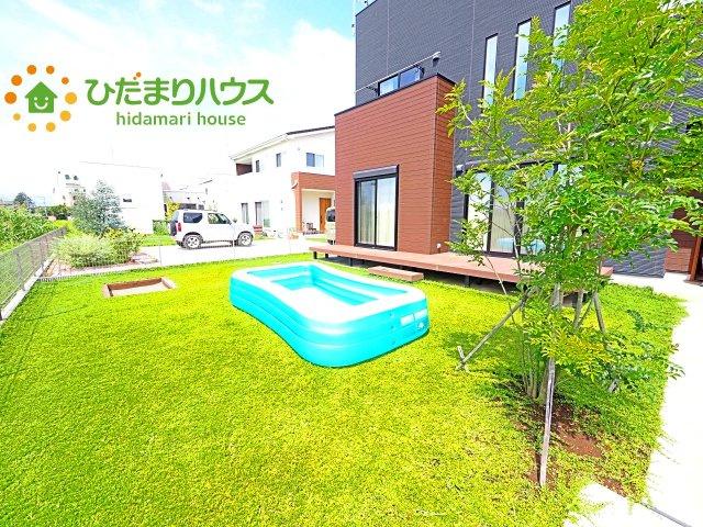 日当たりの良い広い庭。友人や親せきが集まってBBQをしたり、ペットと遊んだり。 一戸建てならではの楽しさが広がります(*^-^*)