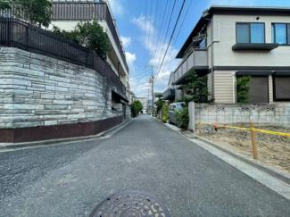 理想的な住宅地に位置。車通りもほとんどなく、安心です。