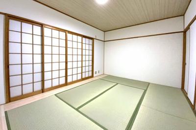 《和室約7帖》畳・襖・障子は全て新調しています。こちらの和室にはバルコニーがあります。