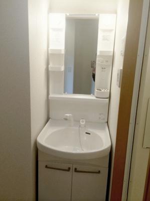 身支度に便利な独立洗面台(同一仕様)