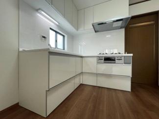 省スペースで効率の良いお料理動線に最適なL字型キッチン。