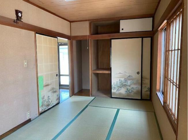 日本らしい落ち着いた雰囲気の2階和室
