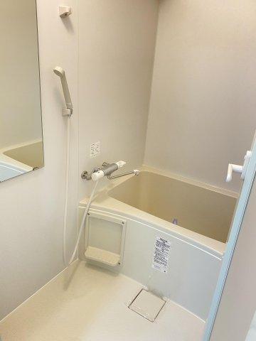 バスルームもリフォーム済みです! 水周りが新品だと気持ちよく使用できてうれしいですよね♪