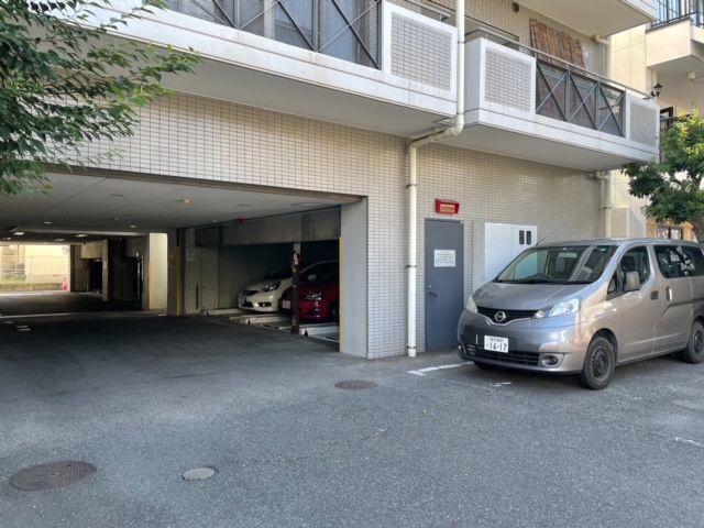 敷地内駐車場空き有りなのは嬉しいポイントです【11,000円/月】