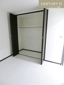 4.5帖の洋室にはクローゼット完備です。