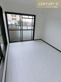 洋室の広さはそれぞれ約6.5帖、6.5帖、4.9帖です。