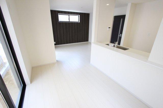 おしゃれな居間です:建物完成しました♪♪毎週末オープンハウス開催♪三郷新築ナビで検索♪