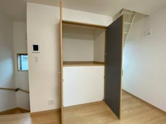 LDKにも収納スペースを設置。お荷物が多い方も安心です。