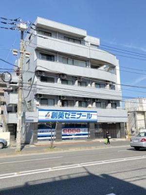 スーパーが近くてお買い物に便利な立地♪「綱島」駅にアクセス可能な最寄りバス停より徒歩1分の5階建てマンションです♪
