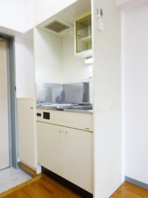 キッチンは1口IHクッキングヒーター♪場所を取るお鍋やお皿もすっきり収納できます♪