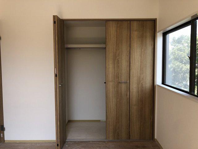 洋室3のクローゼット。たっぷり収納できます。