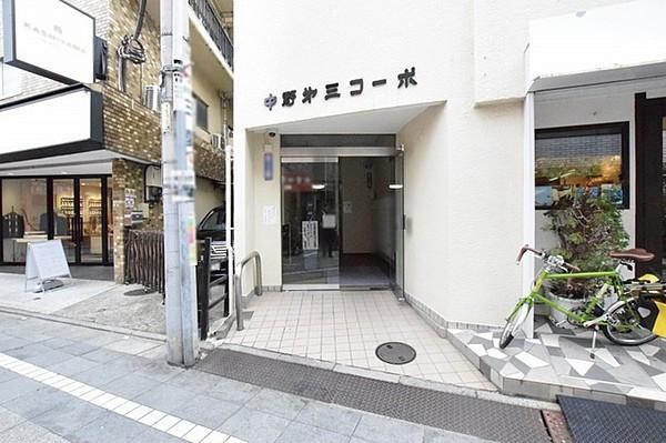 「中野」駅徒歩8分、3駅4路線利用可能な中野第三コーポは即日現地案内可能となっておりますので、お気軽にお問い合わせください!