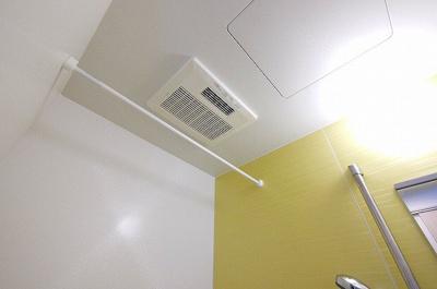 雨の日でも洗濯物が乾く、浴室乾燥機付きです。