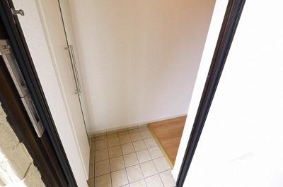 明るい玄関スペースです。