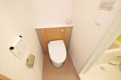 コンパクトなトイレです。