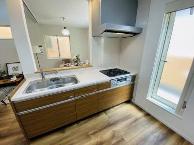 【施工例】対面キッチンは、ご家族との談笑を楽しみながら家事ができます