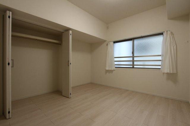 各部屋に大容量のクローゼットを確保してあります。  それぞれの荷物を収納することで、お部屋を広く使用することができますね。