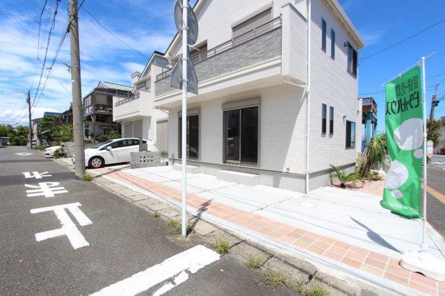 平塚市幸町 全2棟。こだわりの新築一戸建て 1号棟。完成済みにてご内覧いただけます◎いつでもお気軽にお問い合わせお待ちしております。