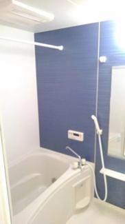 追い焚き機能と浴室乾燥機付きのお風呂です