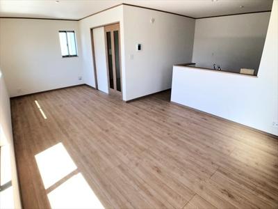 【居間・リビング】足立区一ツ家3丁目新築戸建て【全5棟】
