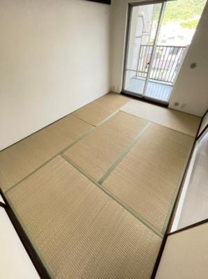 新しい畳でくつろぎたいですね。