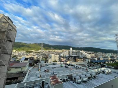 バルコニーから見える景色を、ぜひ確認しにいらしてくださいね。内覧できますよ。