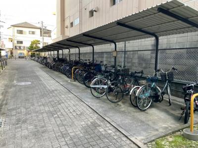 自転車置き場です。出し入れしやすいスペースになっています。