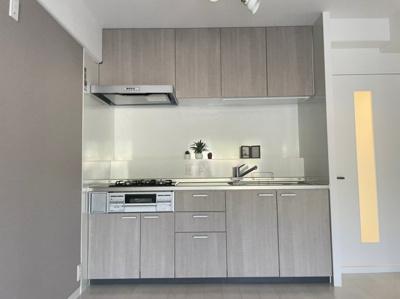 明るく清潔感のあるキッチンですよ。