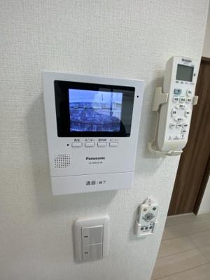 来訪者の確認が出来るモニター付インターホン(同一仕様)