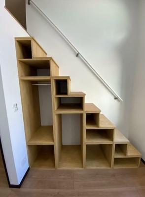 人気の階段式ロフト。収納庫に使えて便利。