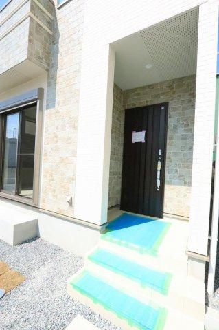 ゆったりとした玄関です:建物完成しました♪毎週末オープンハウス開催♪三郷新築ナビで検索♪