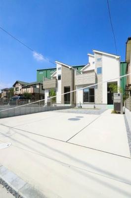 駐車場に車を止められます:建物完成しました♪毎週末オープンハウス開催♪三郷新築ナビで検索♪