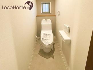 トイレはオフホワイトの落ち着いた空間です♪