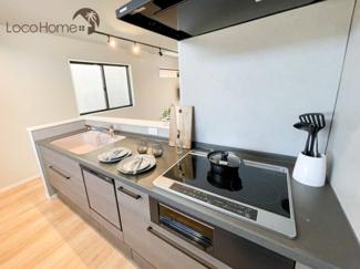 IHクッキングヒーター、食洗機など嬉しい機能が充実したキッチンです♪ 忙しいご家庭に、家事の時短が出来ます!