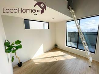 こちらは当社施工例です。 洋室は、2階に4部屋ございます。