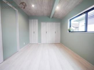 同社施工例 オシャレな壁の色とフローリングで毎日が明るくなります^^