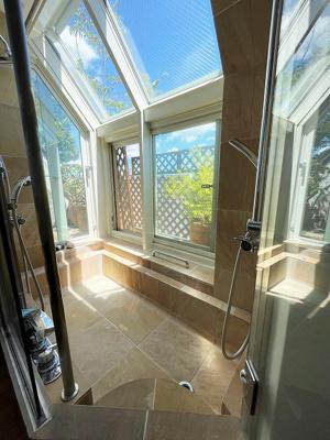 浴室乾燥機付の明るい浴室です。