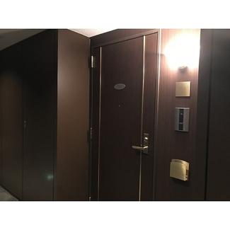 【玄関】プライマリーナ山下公園グレーシアタワー