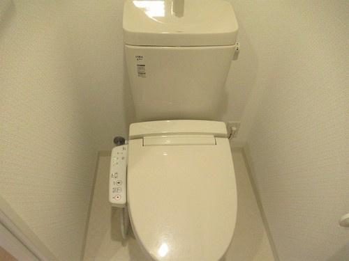 トイレ:温水洗浄機能付便座     (2021年5月撮影)