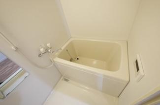 追い焚き・浴室乾燥機付のお風呂です