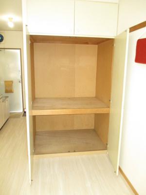 洋室6帖のお部屋にある収納スペースです!奥行き・高さのある収納で、かさ張るお荷物もすっきり!