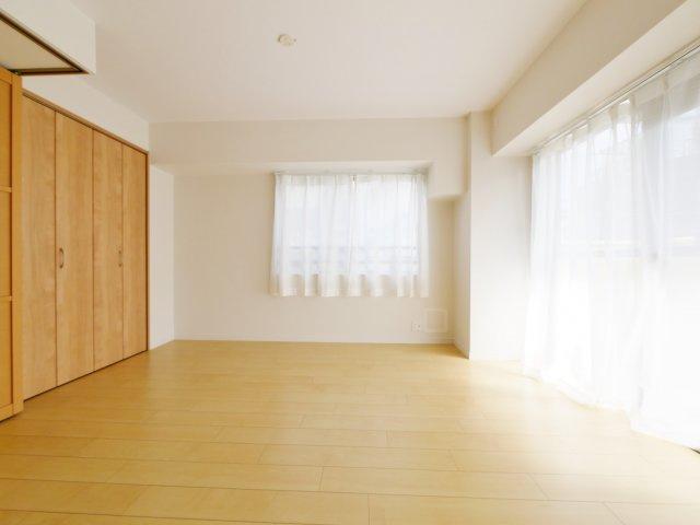 リビング続き間の洋室はお子様のお部屋や趣味のお部屋など多目的にお使いいただけます