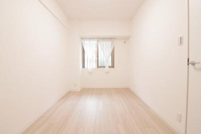 個人の部屋や寝室として使える洋室です。約4.8帖の広さです。